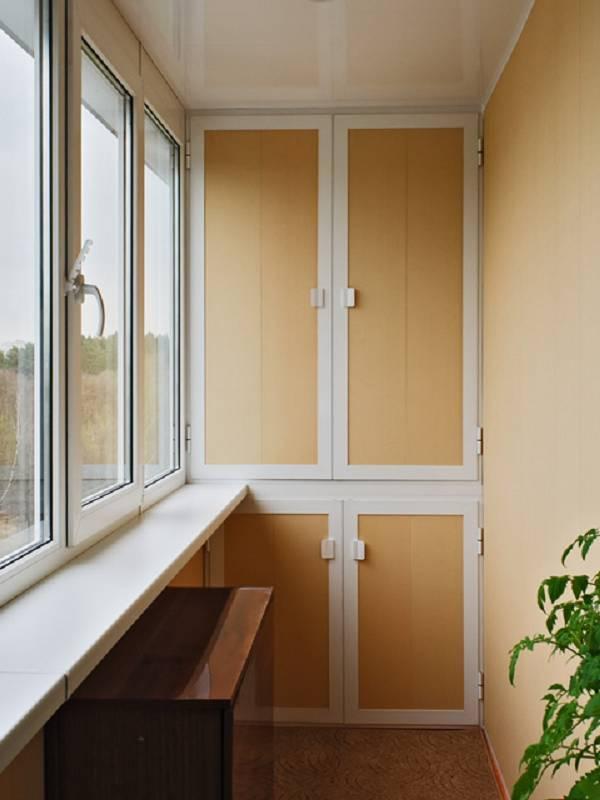 Шкаф из профиля на балконе своими руками 73